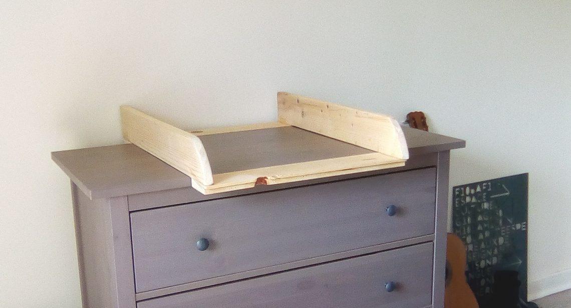 DIY: Fabriquer sa Table à Langer en 2h - Little Green Ideas